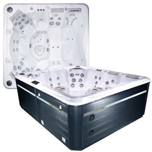Self Cleaning 790 Hot Tub