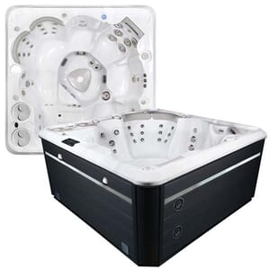 Self Cleaning 670 Hot Tub